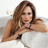 Jennifer Lopez posando con su colección primavera/verano 2016 para Endless Jewelry