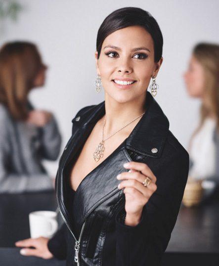 Cristina Pedroche muy elegante en la nueva campaña de la firma de joyas Morellato