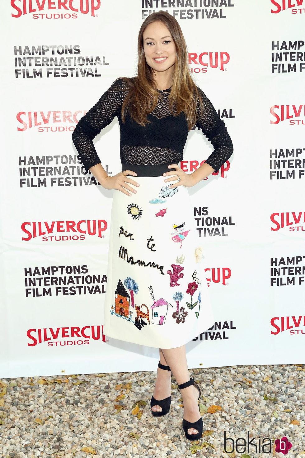 Olivia Wilde con vestido de D&G de la colección otoño 2015