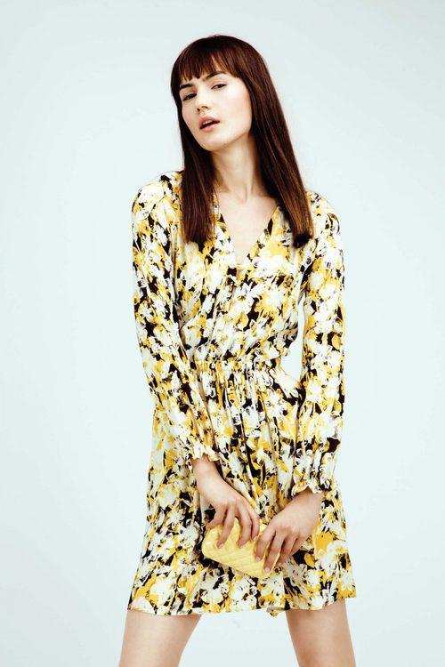 Vestido estampado print floral en tonos negros y amarillos colección Primavera/ Verano 2016 de Dolores Promesas