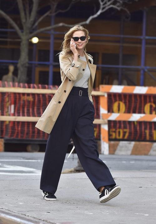 karlie Kloss paseando por las calles de Nueva York en marzo de 2016