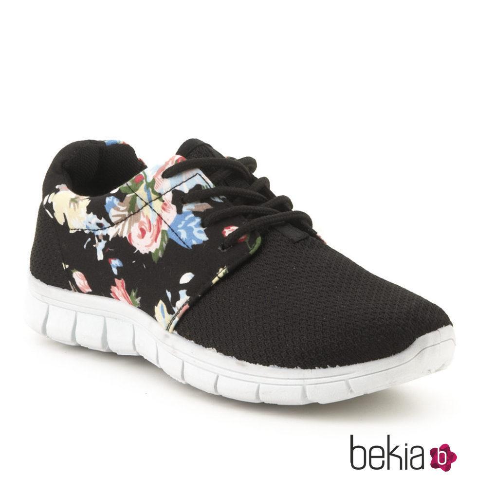 a6ee0446569c9 Anterior zapatos Deportivos tipo Yeeze estampados de la colección  primavera verano 2016 de merkal