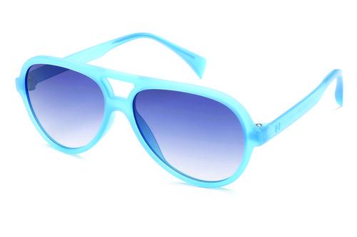 Gafas tipo piloto de marco azul neon y lente oscuro en degrade de la colección primavera/verano 2016 de Italia Independent