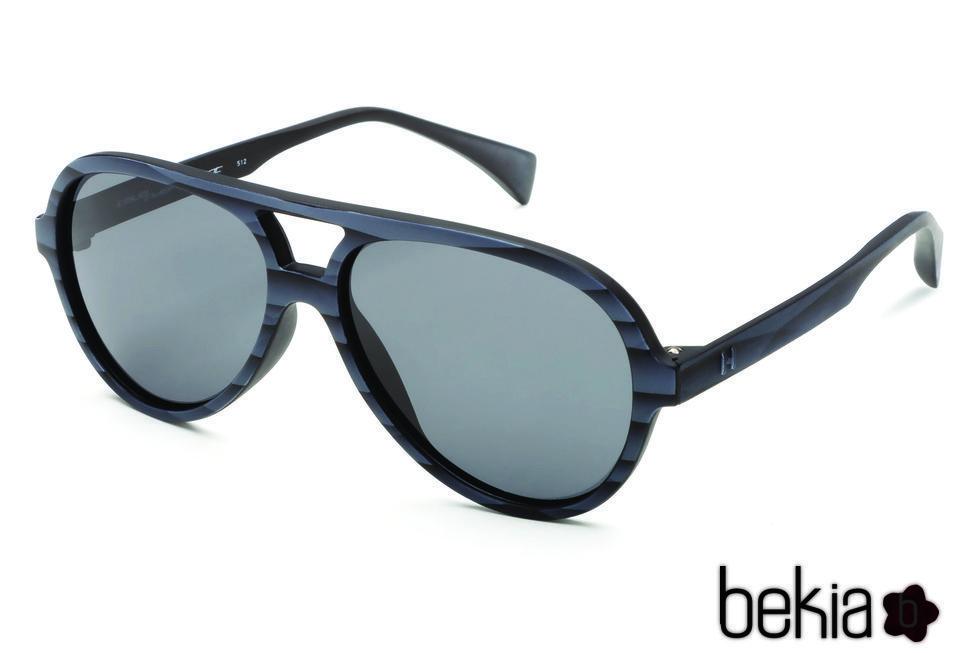 Gafas tipo piloto de rayas negras con lente negro de la colección primavera/verano 2016 de Italia Independent