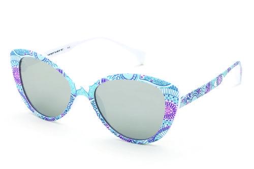 Gafas tipo cateyes de marco blanco con estampado y lente gris de la colección primavera/verano 2016 de italia Independent
