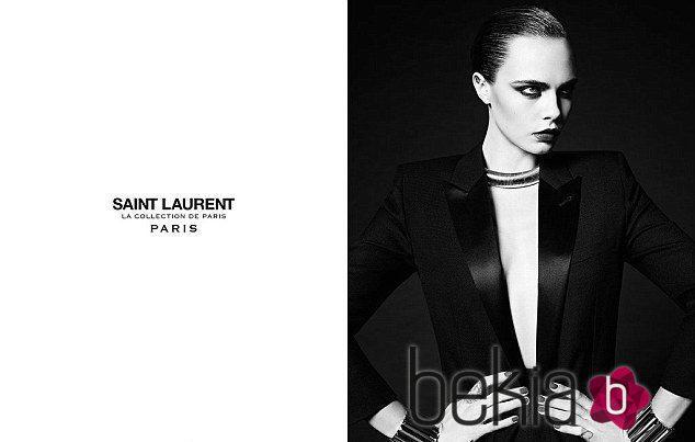 Cara Delevingne posa una vez más como imagen de Saint Laurent