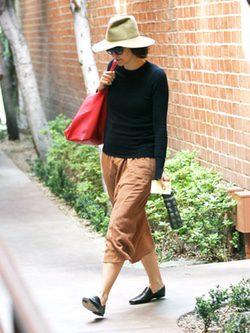 Maggie Gyllenhaal con look 'viejoven' en Beverly Hills
