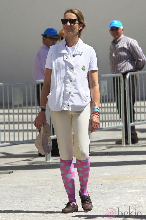 NO: La Infanta Elena, colorida en las carreras