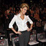 SÍ. Sylvie van der Vaart, con pantalones de lunares