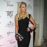 Paris Hilton con un vestido Hervé Léger 'V Neck Bandage' en negro