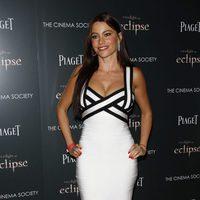 Sofía Vergara con un vestido Hervé Léger en blanco y negro