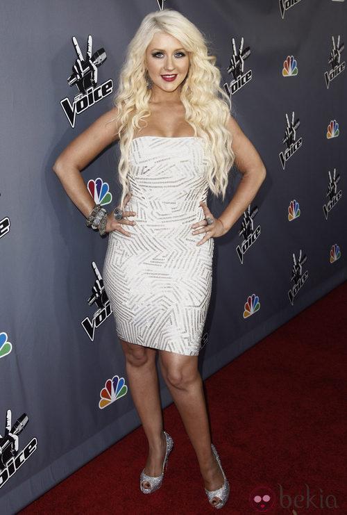 Christina Aguilera con un vestido Hervé Léger Bandage en Blanco