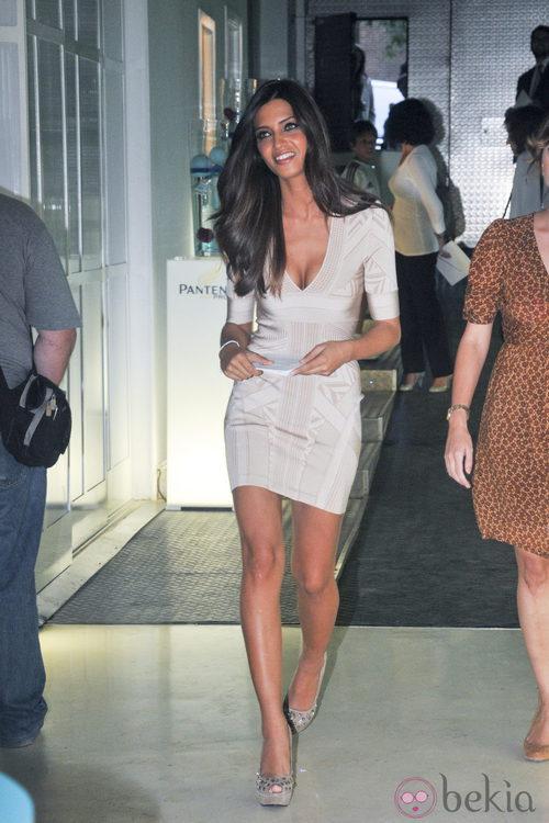 Sara Carbonero con un vestido Hervé Léger Resort 2011