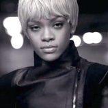 Primer plano de Rihanna en la nueva campaña de Armani