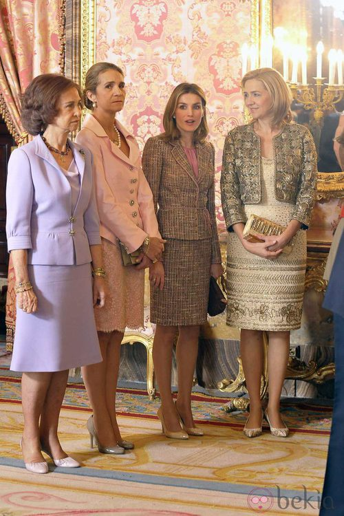 Looks Día de la Hispanidad: Las mujeres de la Familia Real en el Palacio Real