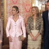 Looks Día de la Hispanidad: Las Infantas Cristina y Elena en el Palacio Real