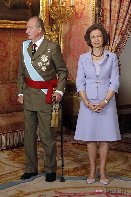 Looks Día de la Hispanidad: Los Reyes Juan Carlos y Sofía en el Palacio Real