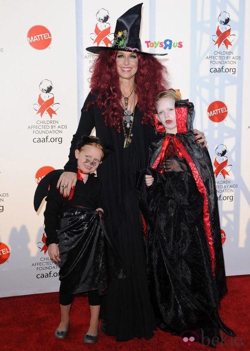 Melora Hardim, de bruja con sus hijos