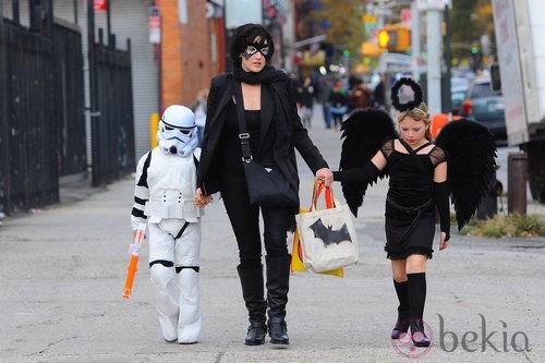 Kate Winslet, disfrazada con sus hijos