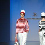 Look marinero en blanco y rojo