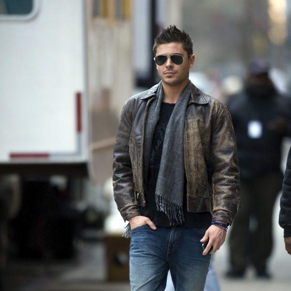 zac efron con jeans y chaqueta de cuero