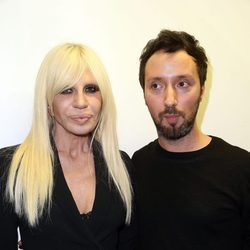 Anthony Vacarello y Dontalla Versace