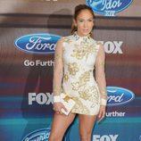 Jennifer Lopez con minivestido de Marchesa en American Idol