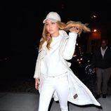 Gigi Hadid con una versión más sport del total white look