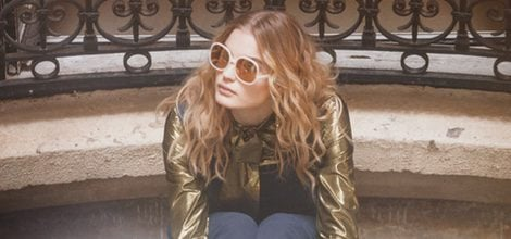 Blusa metalizada con pantalón azul y bailarinas beige de la colección primavera/verano 2016 de & Other Stories