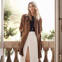 Veronika Heilbrunner con abrigo de gamuza, falda blanca larga con corte para la colección de primavera 2016 de Massimo Dutti