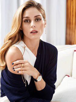 Olivia Palermo con collar, reloj y pendiente de la colección 'Possession' de Piaget