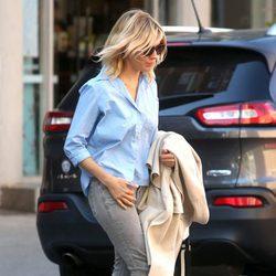 Sienna Miller con look casual en Nueva York
