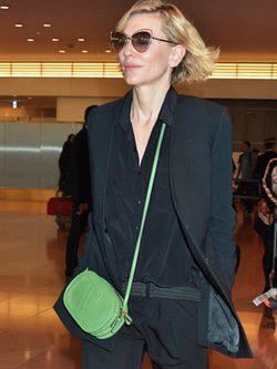 Cate Blanchett aterriza en Tokyo con look andrógino