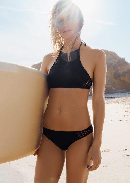 Bikini surfer negro de la colección de baño primavera/verano 2016 & other stories