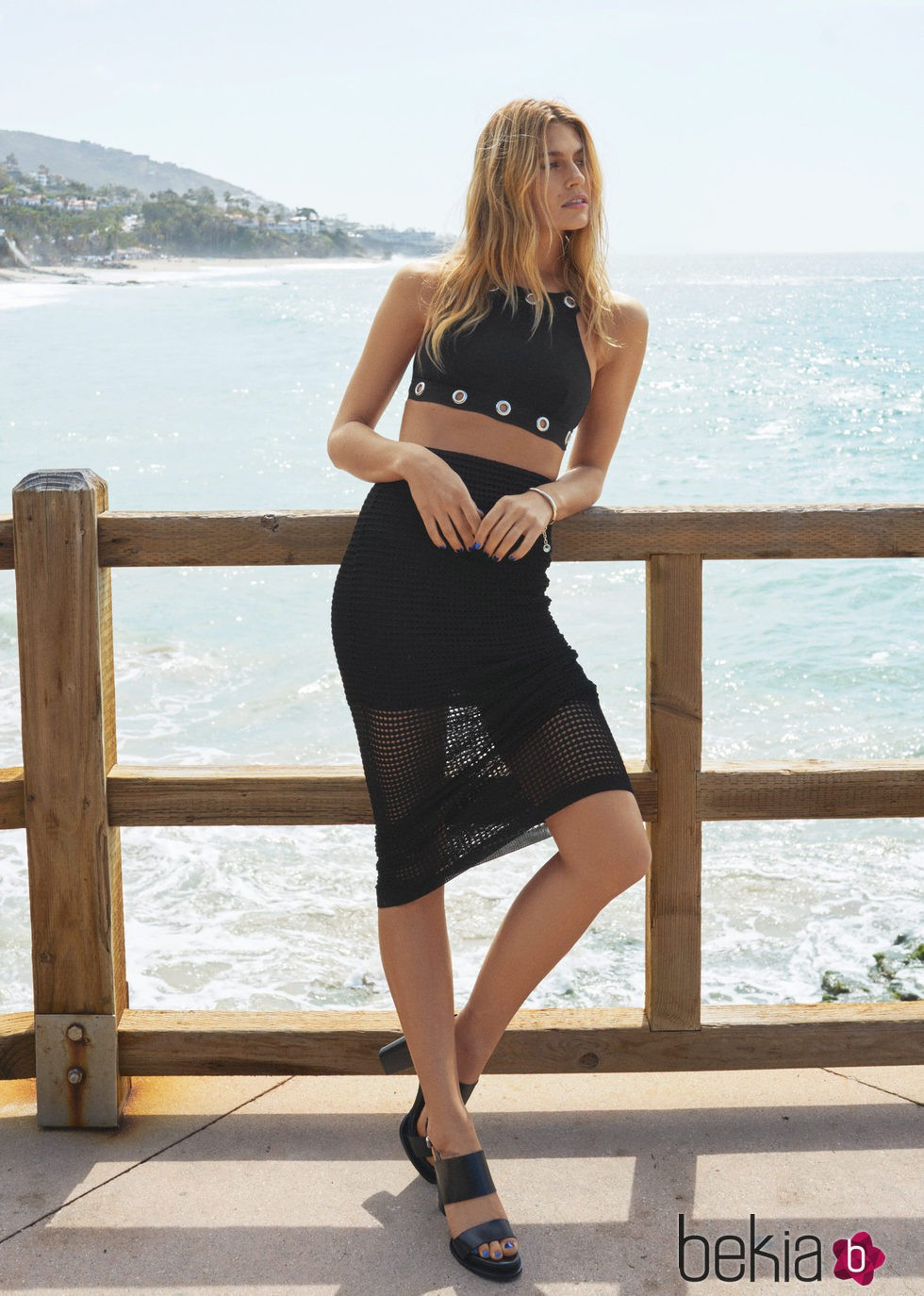 Conjunto de top y falda negra de la colecci n de ba o for Coleccion bano 2016
