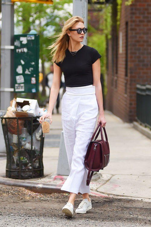 Karlie Kloss con look de 'working girl' en Nueva York