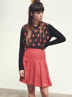 Jersey de rombos y falda escocesa de la colección de primavera/verano 2016 de Fred Perry y Bella Freud