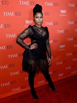 Nicki minaj con vestido corto de encajes trasnparentes en la fiesta de la revista time