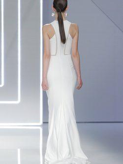 Espalda vestido ajustado  de la coleccion de novias 2017 de Rosa Clará