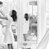 Alessandra Ambrosio posando junto a su hija en la campaña Mother's Day 2016 Michael Kors