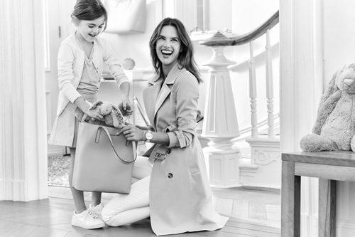 Alessandra Ambrosio posa junto a su hija en la campaña Mother's Day 2016 Michael Kors