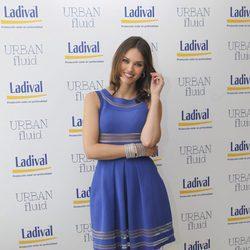 Helen Lindes en un acto promocional con un vestido de Vicedomini