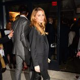 Olivia Palermo con total black look en NYC