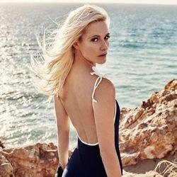 Poppy Delevingne en bañador para 'Solid & Striped' en la nueva colección de verano 2016