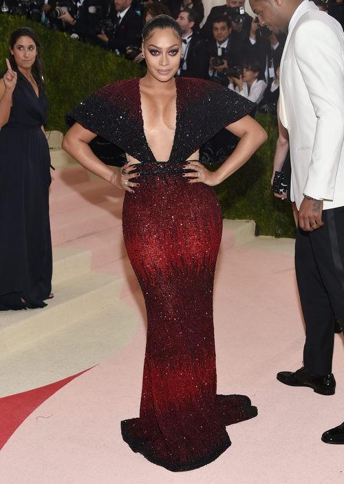 La La Anthony en la alfombra roja de la Gala Met 2016