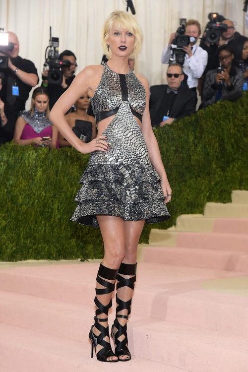 Taylor Swift en la alfombra roja de  la Gala Met 2016