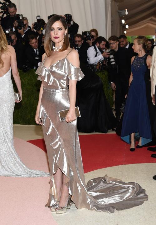 Rose Byrne  en la alfombra roja de la Gala Met 2016