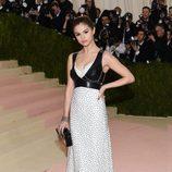 Selena Gomez en la alfombra roja de la Gala Met 2016