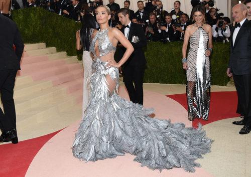 Rita Ora en la alfombra roja de la Gala Met 2016