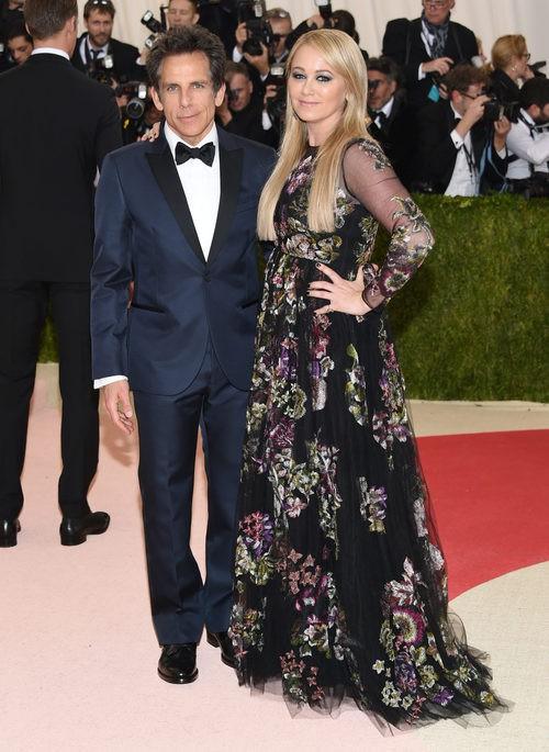 Ben Stiller y Christine Taylor en la alfombra roja de la Gala Met 2016